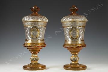 Cristallerie de Bohème <br/> Paire de drageoirs