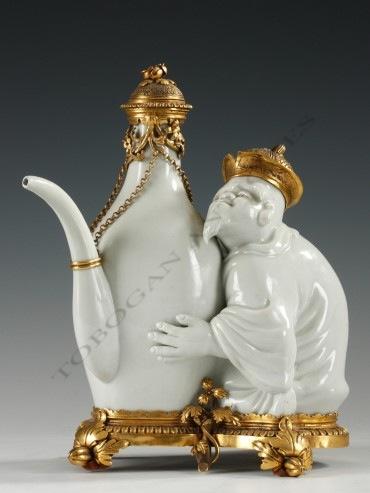 Théière au Chinois L'Escalier de Cristal porcelaine objets Tobogan Antiques Paris antiquités XIXe siècle