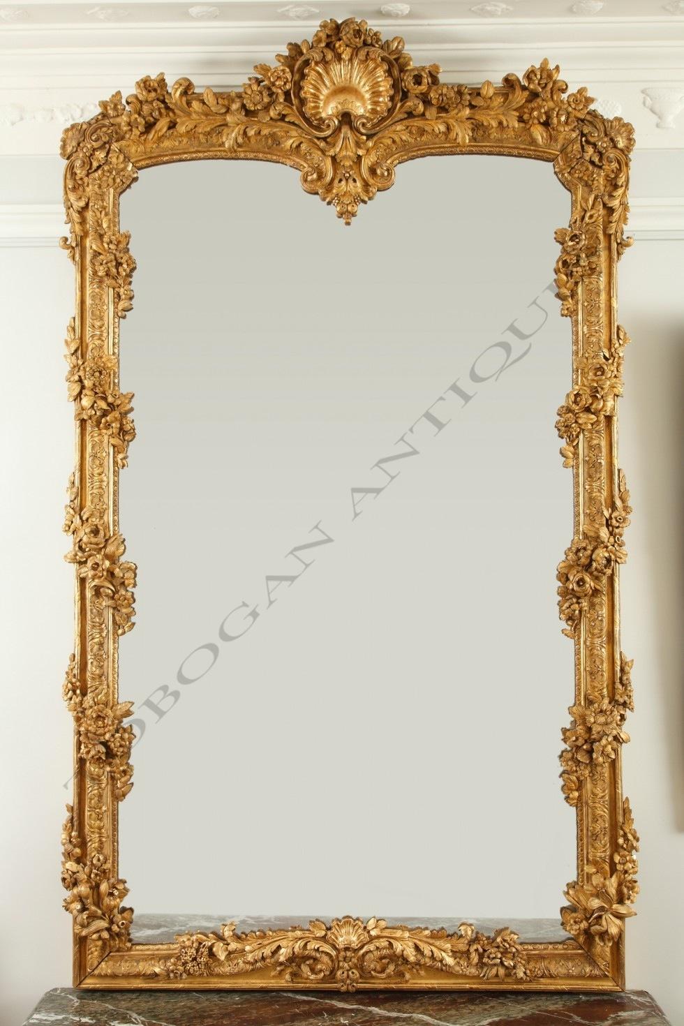 Exceptionnel  miroir <br/> en bois doré