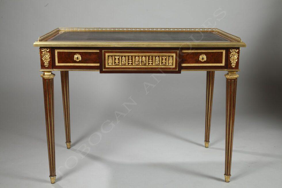 C.G. Winckelsen<br /> Exquisite Flat Desk