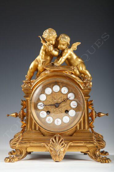 Pendule aux Amours – signé D'Aureville et Chameroy, Maison Barbot – Tobogan Antiques – Antiquaire Paris 8ème