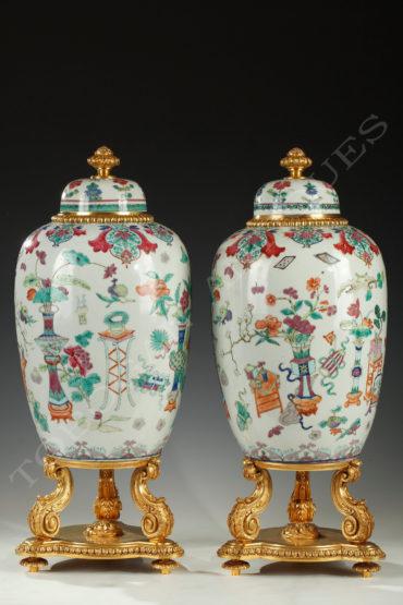 paire-de-pots-couverts-porcelaine-bronze-doré