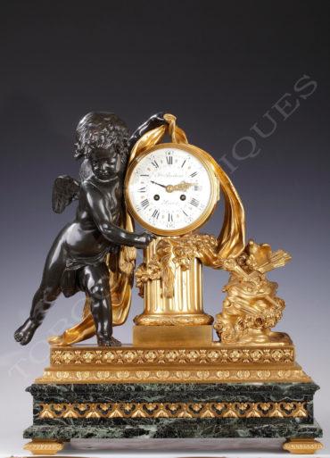 Pendule Cupidon en marbre et bronze patiné et doré - signé Berthoud sur le cadran - Tobogan Antiques - Antiquaire Paris