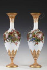 Paire de vases en opaline – Signé Baccarat – Tobogan Antiques – Antiquaire Paris 8ème-12