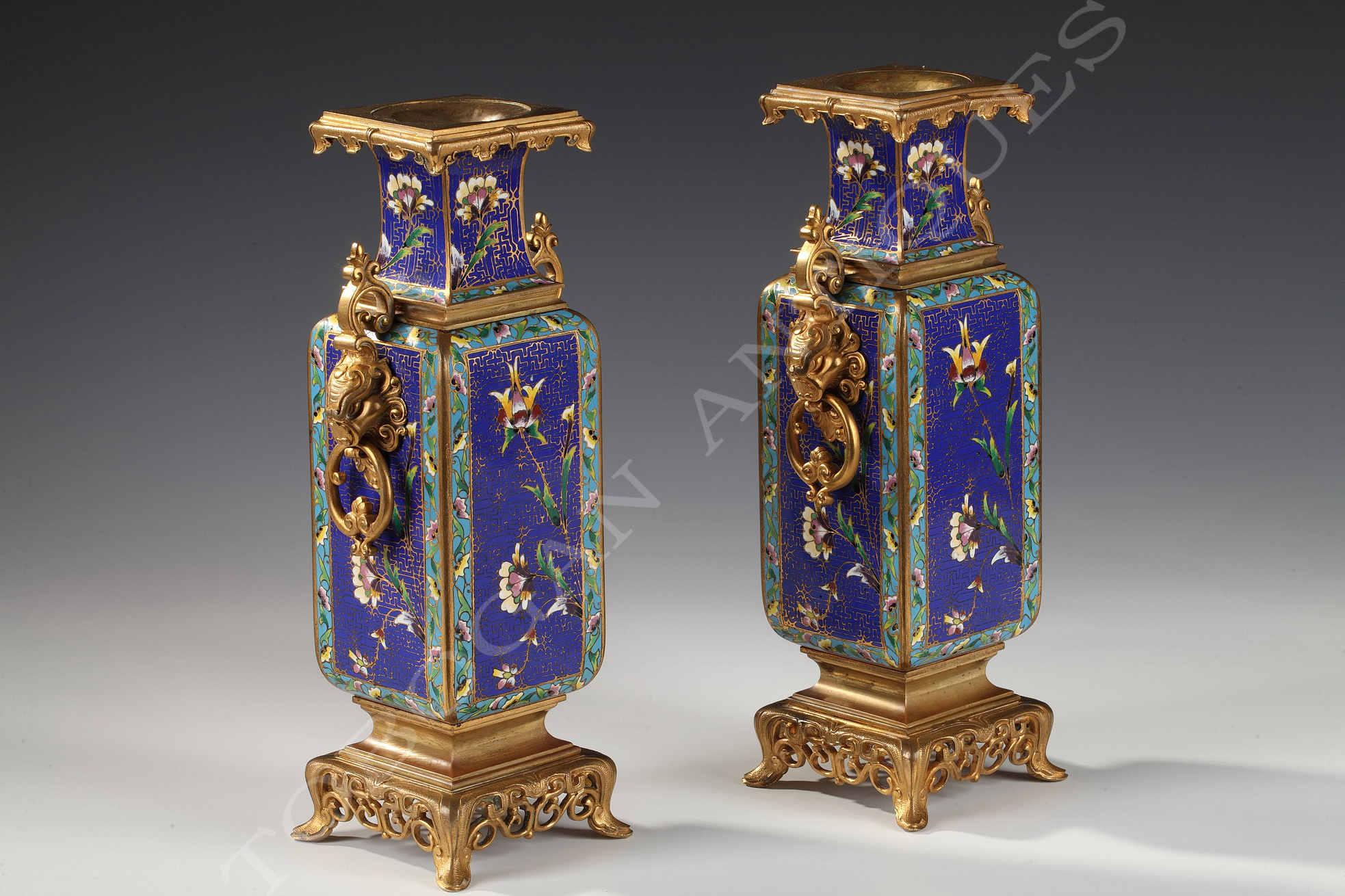 paire de vases escalier de cristal tobogan antiques. Black Bedroom Furniture Sets. Home Design Ideas