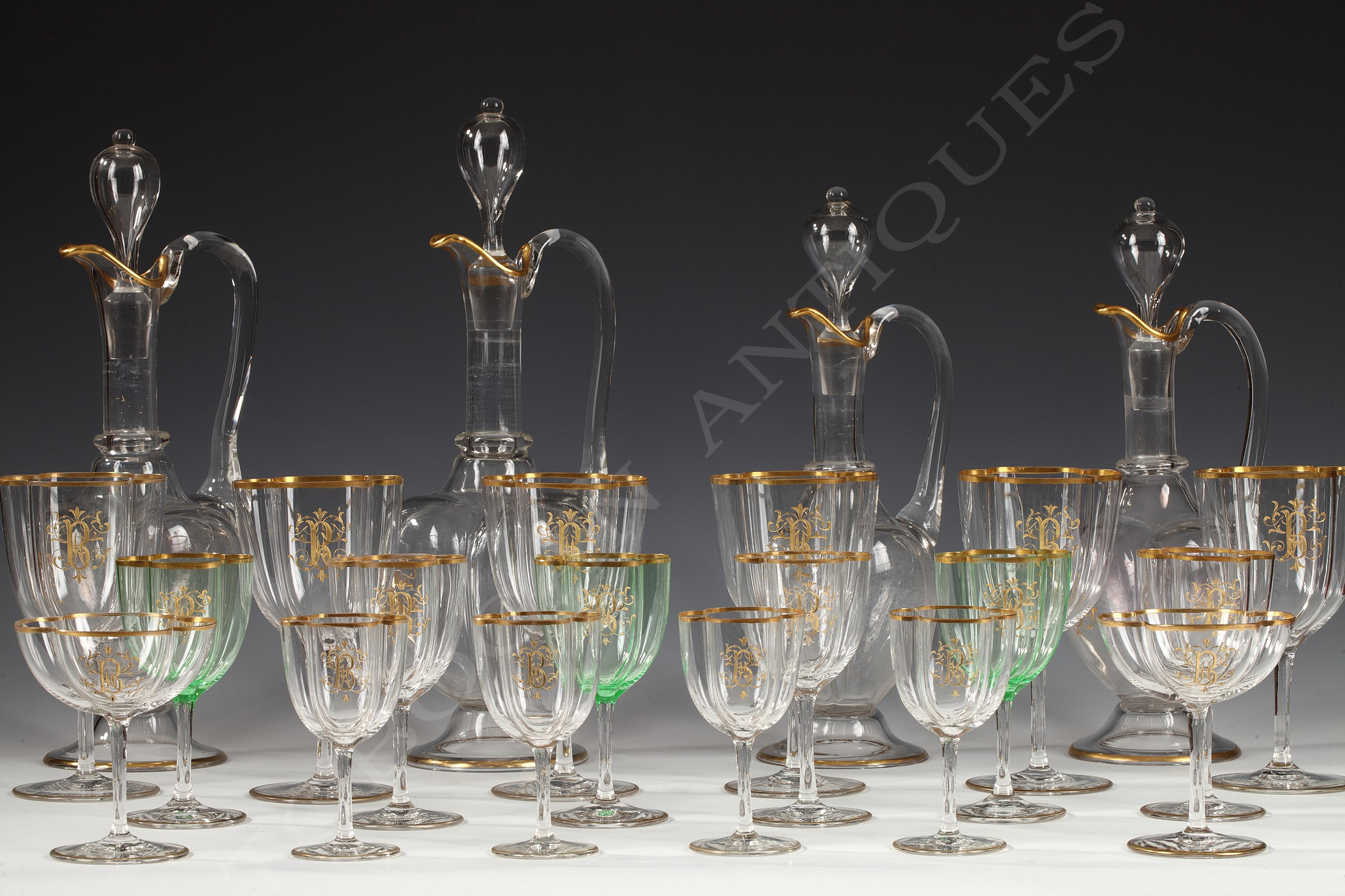 important service de verres baccarat tobogan antiques. Black Bedroom Furniture Sets. Home Design Ideas
