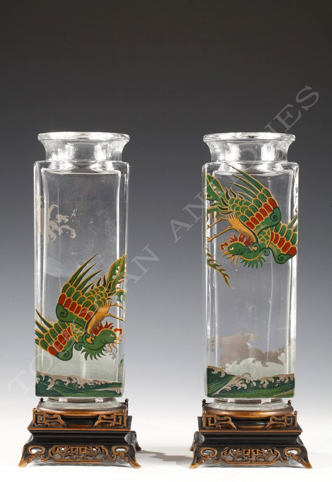 Baccarat <br/> Charming pair of vases