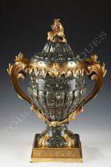 F. Linke  Important vase couvert