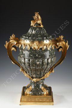 F. Linke <br/> Important vase couvert