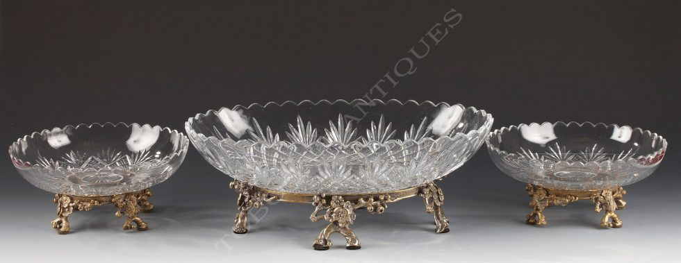Baccarat <br/> Cut-crystal centerpiece
