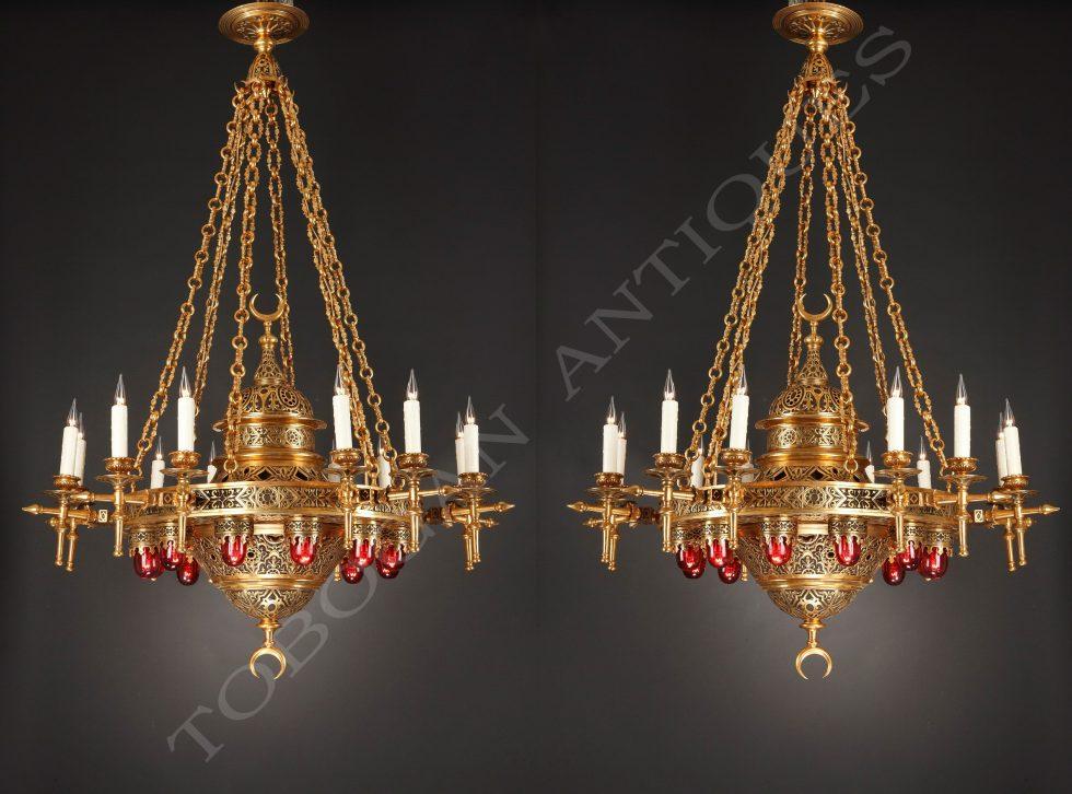 Importante paire de lustres de style orientalisant