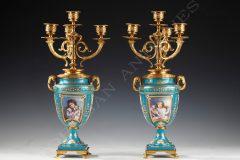 Charmante paire de vases candélabres