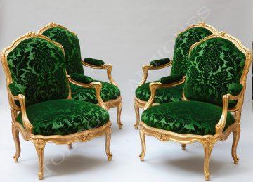 Larges fauteuils à châssis
