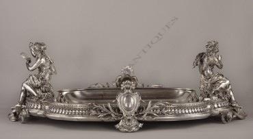 Centre de table La Musique et la Danse Christofle bronze objets Tobogan Antiques Paris antiquités XIXe siècle