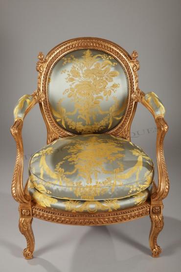 gilt-wood-seat
