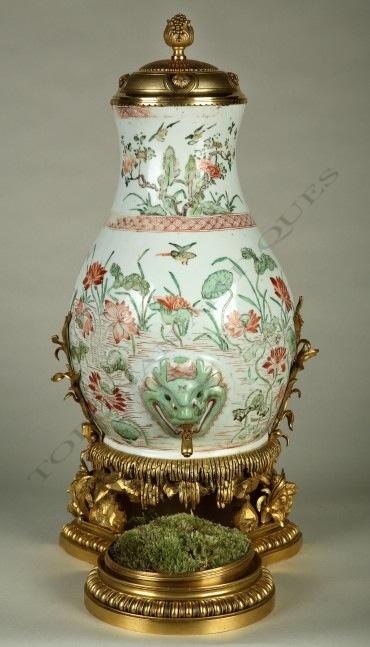 Fontaine à parfum L'Escalier de Cristal porcelaine objets Tobogan Antiques Paris antiquités XIXe siècle