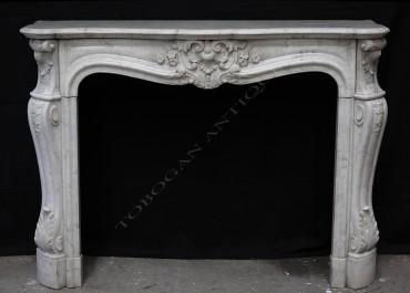 Cheminée de style Louis XV marbre Tobogan Antiques Paris antiquités XIXe siècle