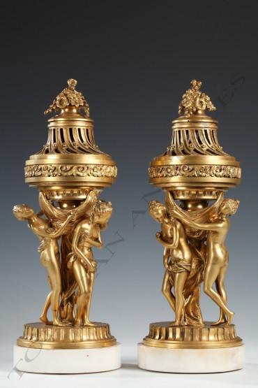 Paire de cassolettes aux Trois Graces objets d'art Tobogan Antiques Paris antiquités XIXe siècle