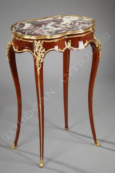 Petite-table-de-style-Louis-XV-par-Alexandre-Chevrié