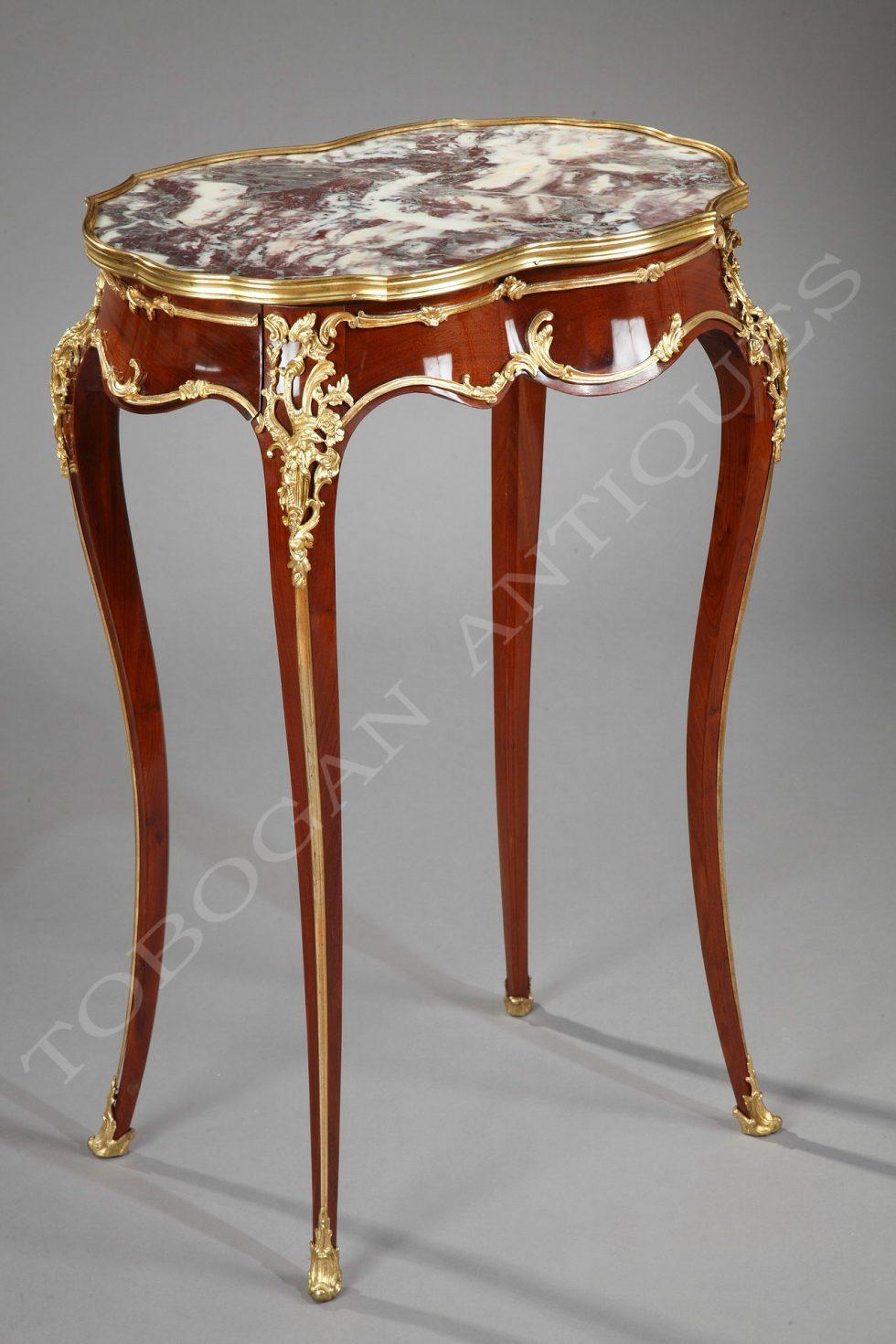 A. Chevrié <br/> Charmante petite table