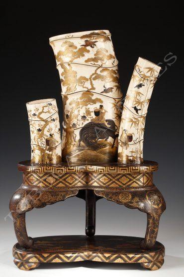 Ensemble de vases Shibayama en ivoire - Tobogan Antiques - Antiquaire Paris