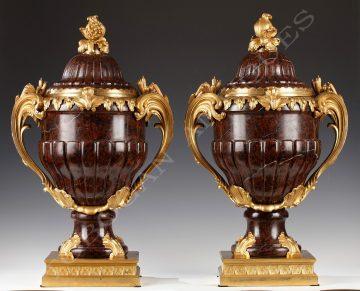 Maison Lexcellent <br/> Importante paire de vases couverts