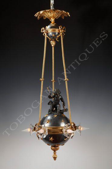 Lustre-en-bronze-représentant-cupidon