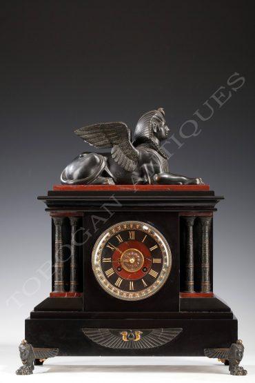 Pendule néo-égyptienne - Attribué à G. Servant - Tobogan Antiques - Antiquaire Paris