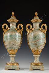 Millet  Paire de vases couverts