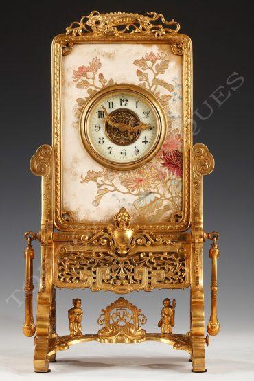 Charmante pendule japonisante en céramique peinte et bronze doré