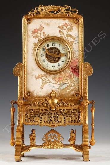 Charming Japanese style clock in painted ceramic and gilded bronze