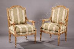 Paire de fauteuils à la reine