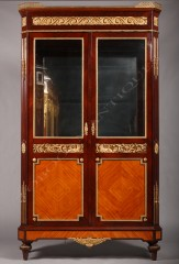 vitrine-de-style-louis-xvi