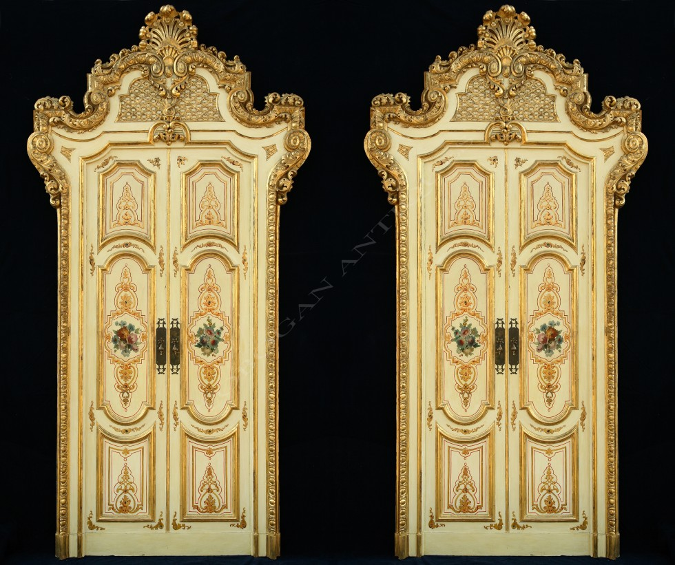 ensemble de quatredouble portes palatiales tobogan antiques. Black Bedroom Furniture Sets. Home Design Ideas