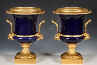 """Paire de vases en porcelaine """"gros bleu"""" """"Sèvres"""" porcelaine objets Tobogan Antiques Paris antiquités XIXe siècle"""