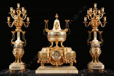 Garniture en onyx et émail cloisonné Sévin Barbedienne horlogerie bronze onyx émail cloisonné Tobogan Antiques Paris antiquités XIXe siècle