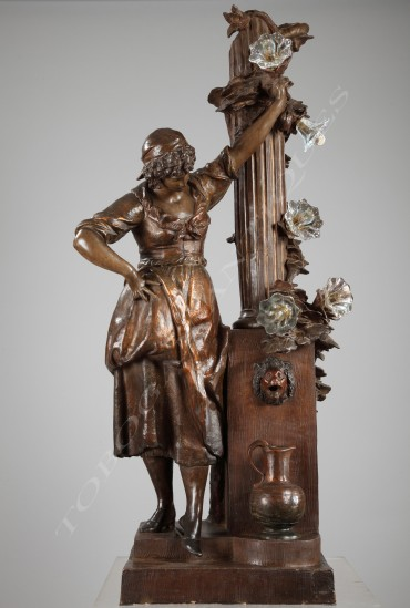 """""""Femme à la fontaine"""" terre cuite sculpture Luminaire Tobogan Antiques Paris antiquités XIXe siècle"""