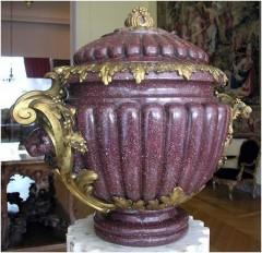 Rare ensemble d'urnes et piédestaux Beurdeley marbre objets Tobogan Antiques Paris antiquités XIXe siècle