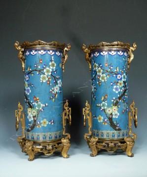 Escalier de cristal <br/> Paire de vases en émail cloisonné