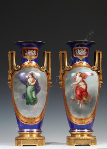 Paire de vases porcelaine Berlin Kpm objets Tobogan Antiques Paris antiquités XIXe siècle
