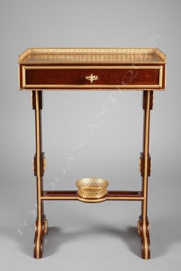 Table-écritoire de style Louis XVI acajou Tobogan Antiques Paris antiquités XIXe siècle